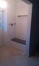 Встроенный белый шкаф в нишу