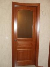 Кабинетная дверь с изогнутым наличником