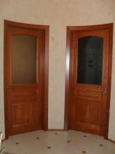 Двери из массива с матовым стеклом