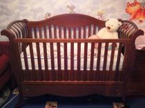 Детская кроватка выполненная из масива дерева