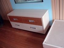 Комод в детской комнате с 4 выдвижными ящиками