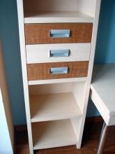 Детский книжный шкаф с выдвижными ящиками