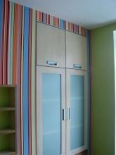 Встроенный шкаф выполнен из МДФ под заказ